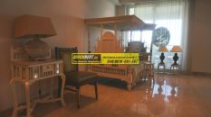 Furnished Apartment in DLF Magnolias 03